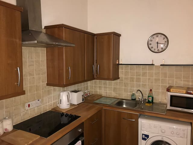 Kitchen, Electric Hob & oven ,with washing machine , Fridgefreezer , fully stocked with pots pans, utensils