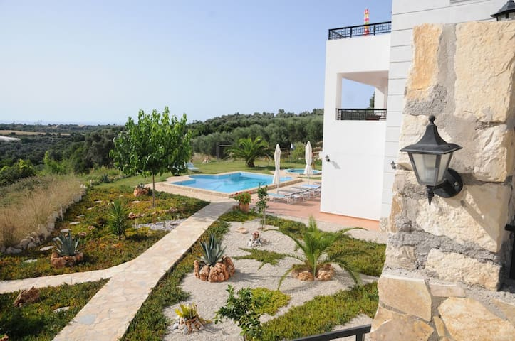 Big villa with pool (mostly) all to yourself. - Rethymno - Byt