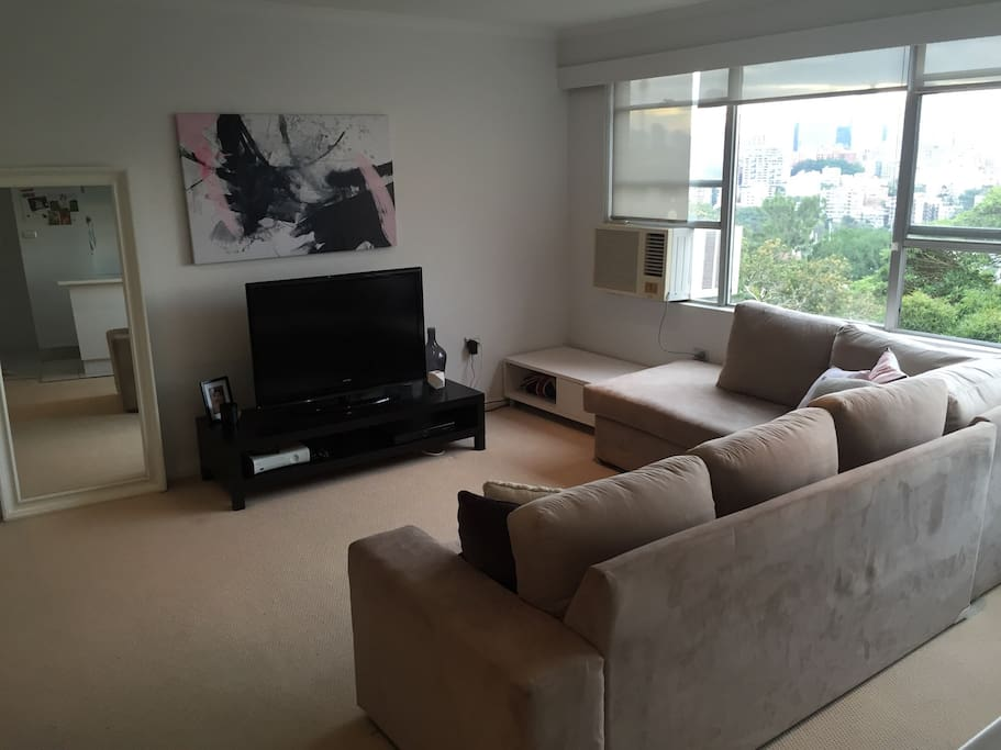Large, airy & modern lounge room complete with air conditioning, TV, DVD, WI-FI and full pay TV, not to mention Sydney Harbour Views.