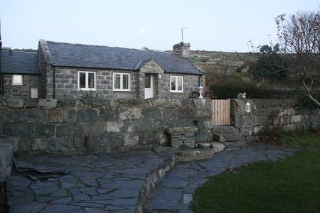 Secluded Cottage between Barmouth & Dyffryn Pets