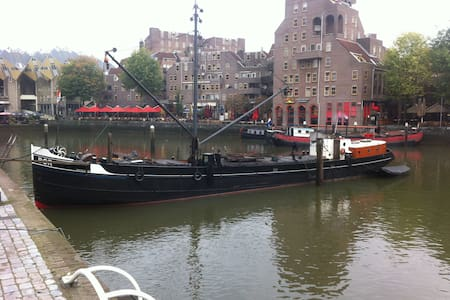 Bed in BOR: romantic night on historic barge BOR - Rotterdam - Boot