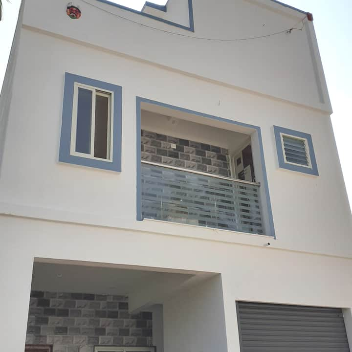 Entire House - . close to Mysore Road