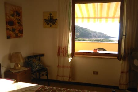 HOUSE BY THE SEA ON FOOT .. 2MNT SOLE..MARE..RELAX - Porto Alabe