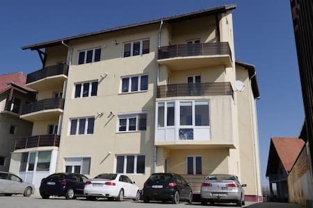 Cozy 2BD with parking included - Sibiu - Apartment