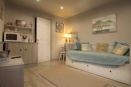 Cosy hideaway  in lovely  Thornton village