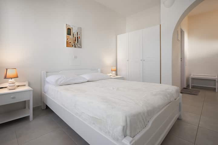 Ersi villas~Cozy private Double room with balcony!