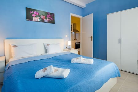Fanoula 2: Central apartment with private parking