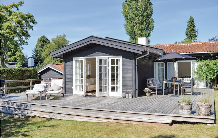 Holiday cottage with 3 bedrooms on 92m² in Hornbæk