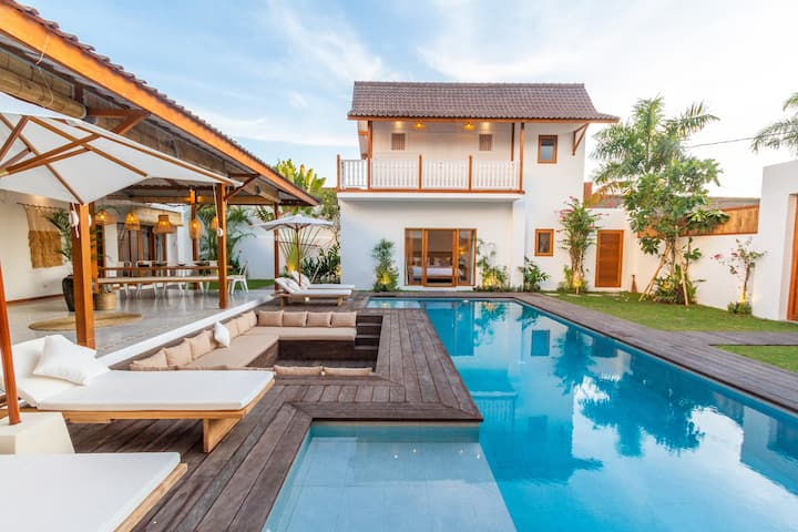 PROMO -70% ❤️- Family 6BR Center Seminyak Beach!