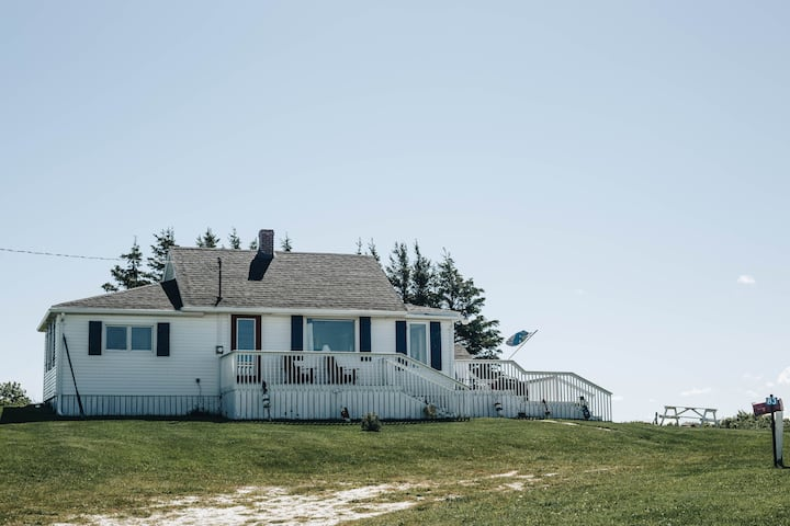 Waterfront Cottage on Green Gables North Shore
