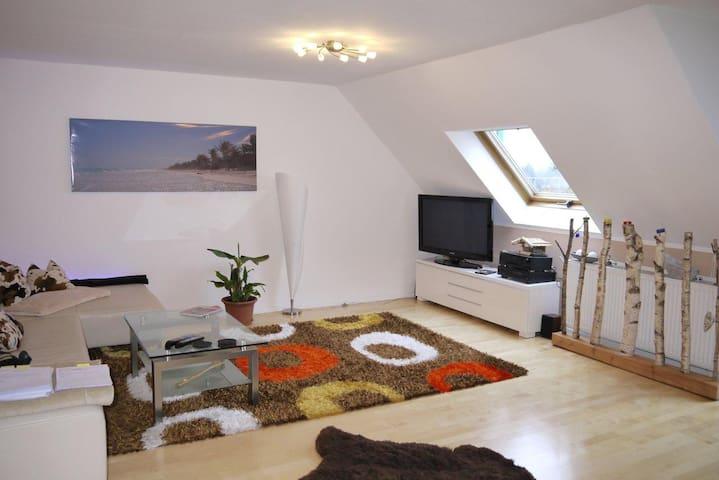 Luxus-Studio 2,5 ZW: WZ,Küche,Bad,Vorraum,Schlafen - Neubiberg - Timeshare