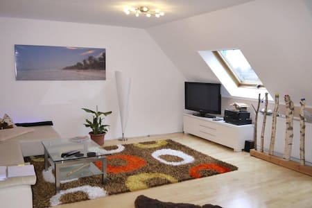 Luxus-Studio 2,5 ZW: WZ,Küche,Bad,Vorraum,Schlafen - Neubiberg - Lomaosake