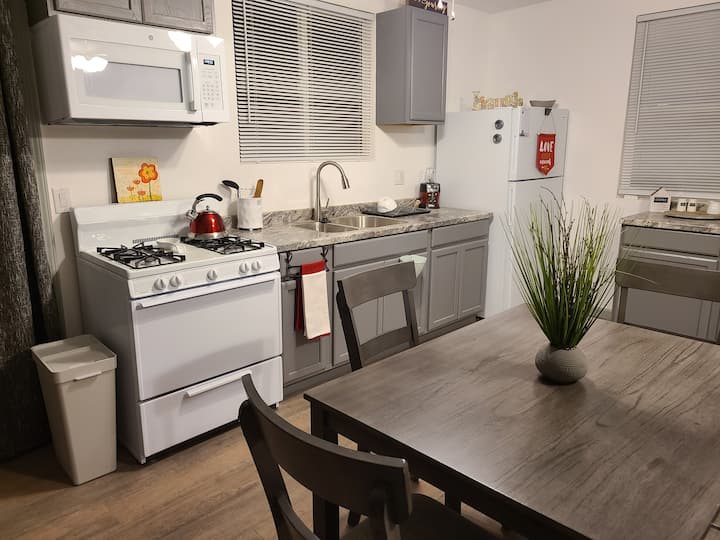 Lovely newly renovated Two bedroom apartment