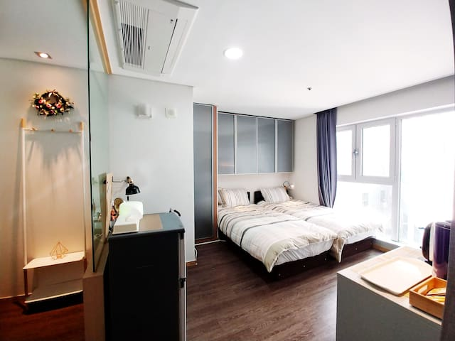 1Mins  walk from Sinchon ST, Grand Residence
