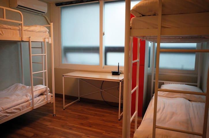 江南地區鄰近三個地鐵站的 四人宿舍(女性專用)