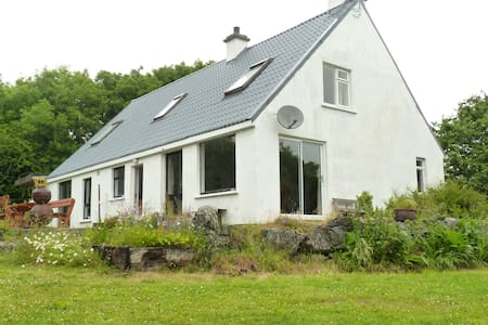 Spacious 4 bedroom retreat in peaceful location - Huis