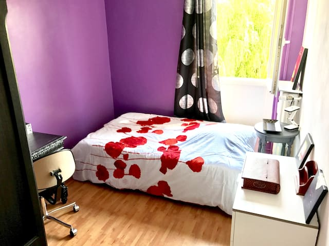 Private room (purple) in Hellemmes for 1-2 persons