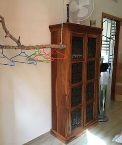 Ampia camera con balcone - Marsala - Appartement
