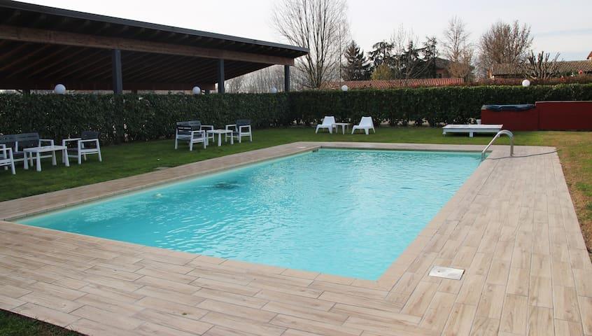 Appartamenti con Corte e piscina