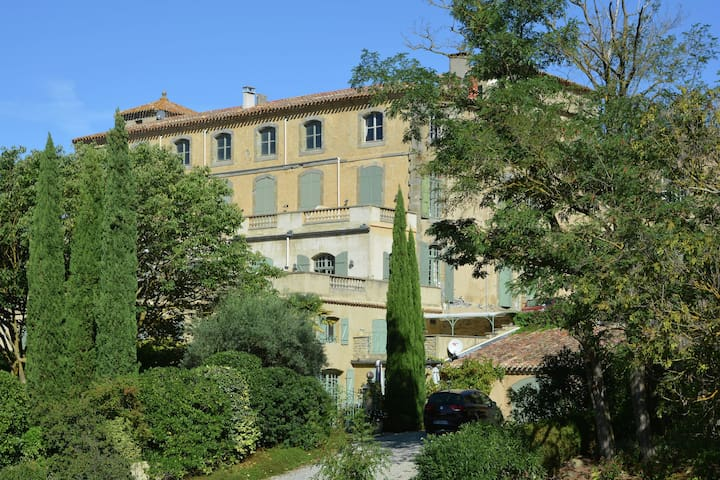 Luxury apartment in castle with park near Carcassonne
