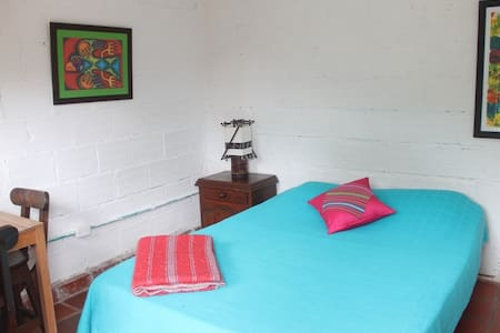Hospedaje, Hostel, reserva natural - Pance - Bed & Breakfast