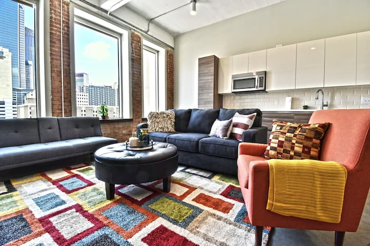 Stylish Corporate Living in Downtown-Free Valet