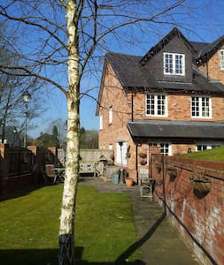 Cosy Cheshire House Share, 3 large double BedRooms - Knutsford - Dom