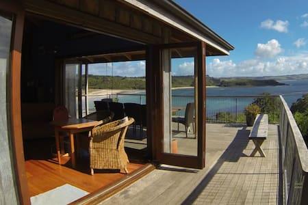 Tapuaetahi Beach View House - Te Tii