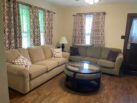 2 Bed 1 Bath Newly Renovated House Close to Campus