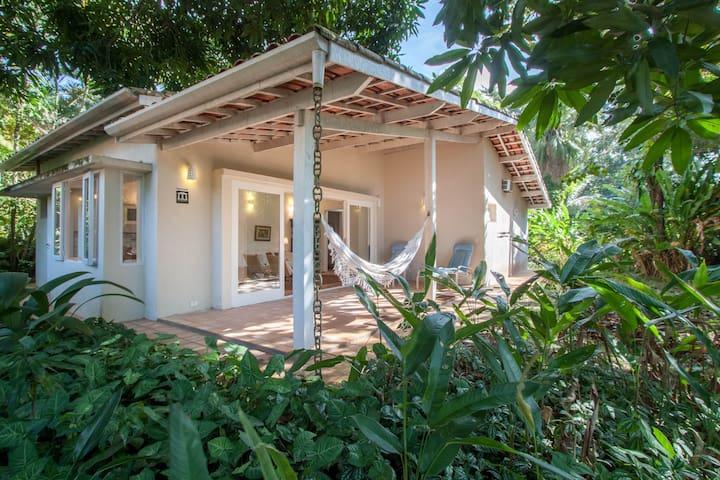 casa quase na areia, num paraíso tropical wifi/ar