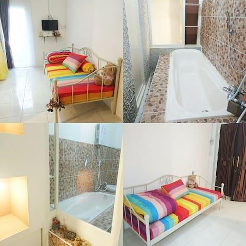 Minimalist room for girls only - Balikpapan Selatan - Dům