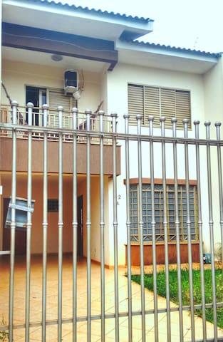 Ótimo quarto em sobrado, bairro bem localizado! - Maringá - Maison