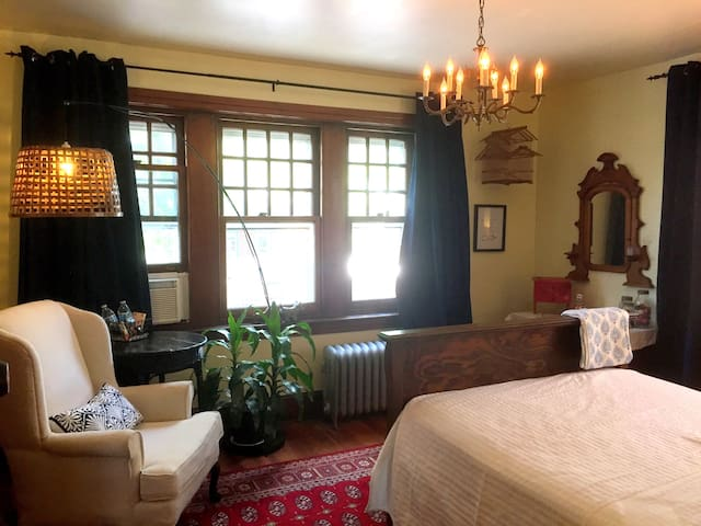 Gem in the Heart Of Phoenixville/Free Parking