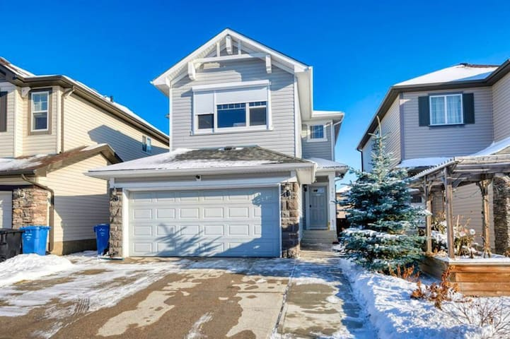 5bdm 2kitchen close to spruce meadows,1h frm Banff