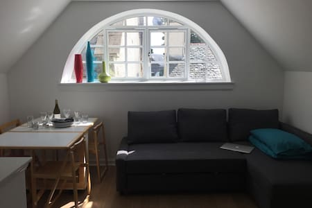 Lovely and light holiday flat in unique conversion - Tranent