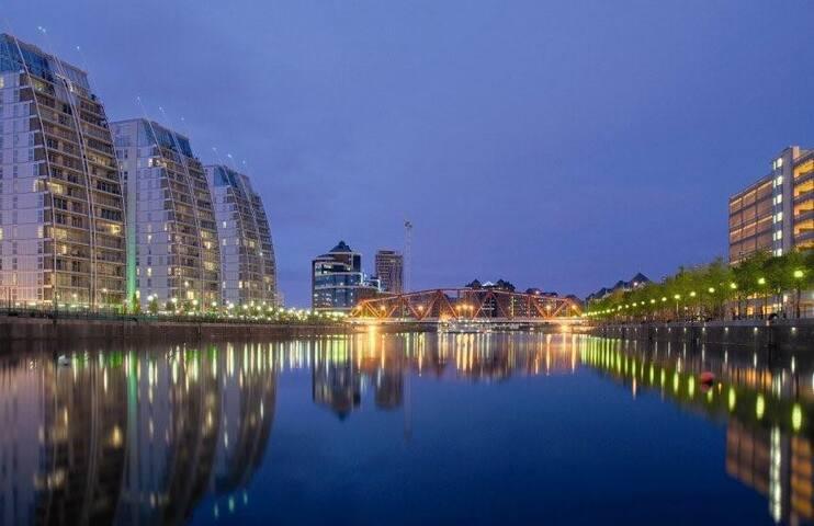 Stunning flat on the Quays nr Trafford centre