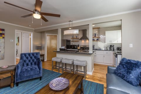 Stylish 1BR Apt w/KING Bed in Central Location