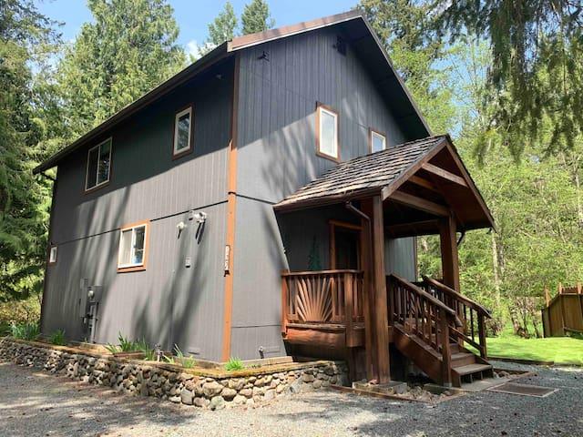 Little Creek Cabin near Mt Rainier