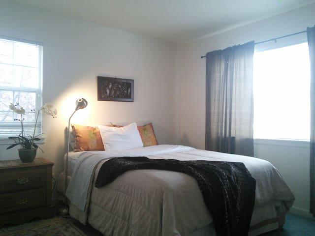 Studio+Kitchen in Basement Suite &PrivateBathroom - Westminster - Apartament