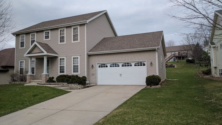Spacious Madison home with access to everything - Madison - House