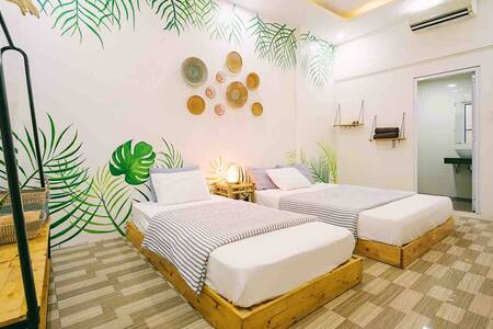 No.1 The Tropical Room [next to Hoan Kiem lake]