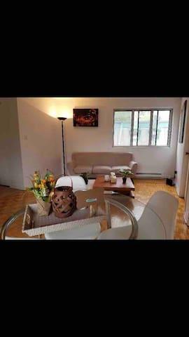 Cozy appartement 2 minutes to place des arts