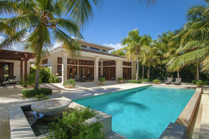 Top-rated 5* Luxury Villa w/Staff- Steps to Beach! - Punta Cana - Villa