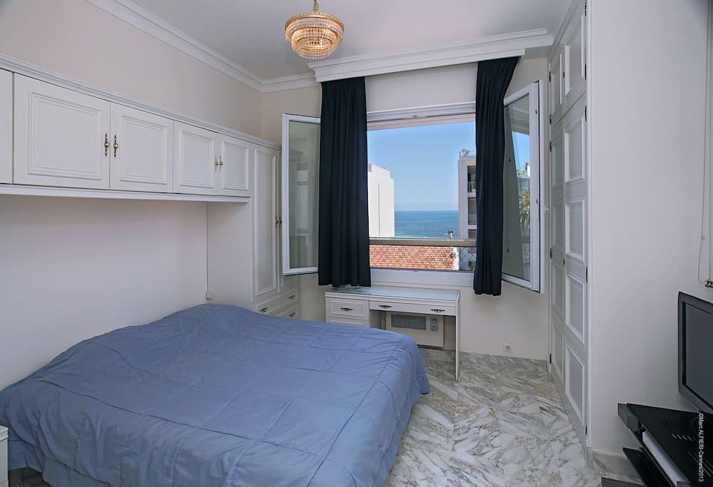 Votre chambre, vue mer.