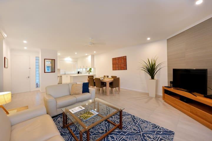 Beachfront Apartment w WIFI