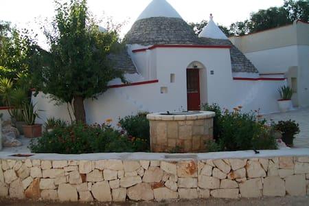 TRULLO in Puglia, Alto Salento - Latiano - Jiné