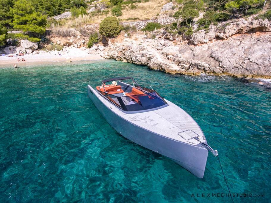 Van Dutch style yacht