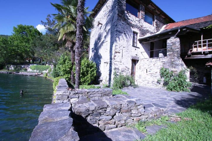 La Rosa apartment with access to the lake