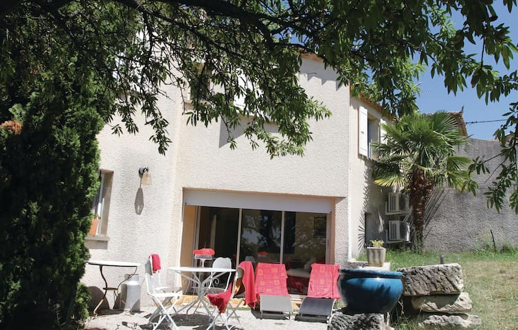 Semi-Detached with 2 bedrooms on 90 m² in Visan