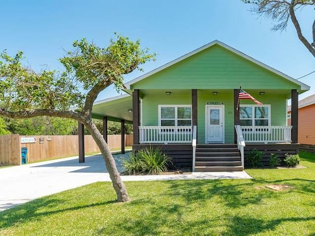 Charming 2/2 in the heart of Rockport